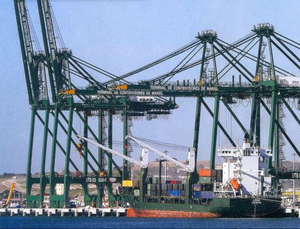 Trabalhador perde R$ 1,1 bi por ano com financiamento do BNDES a exportação de serviços, diz estudo
