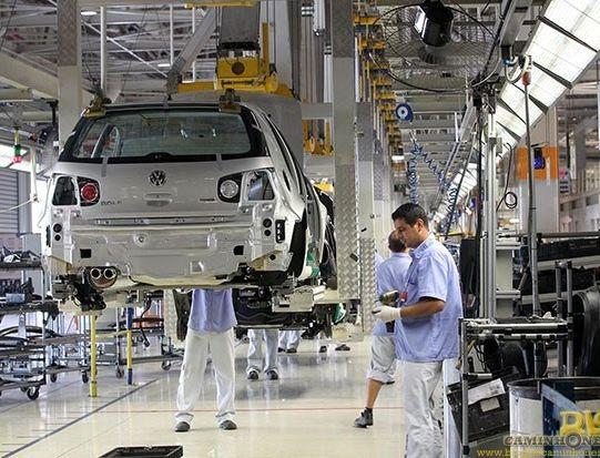 Produção industrial cai menos do que o esperado em janeiro