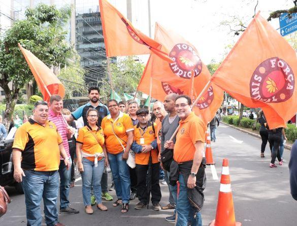 Porto Alegre: Ato das Centrais reúne centenas em defesa dos direitos trabalhistas e previdenciários