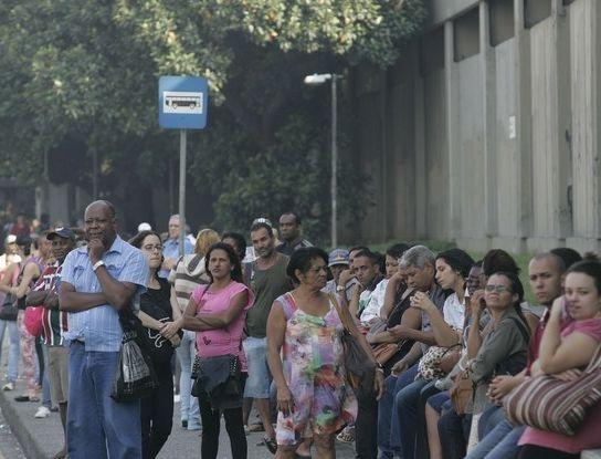 Renda média de metade dos trabalhadores brasileiros é inferior a um salário mínimo
