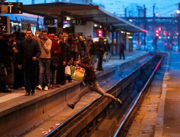 Onda de greves iniciada no transporte ferroviário desafia reformas de Macron