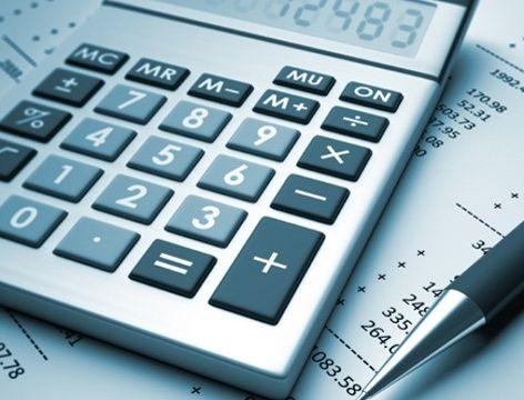 Para economizar, a dica é evitar as propostas que oferecem taxas de juros menores, mas aumentam a dívida