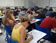 Estudante adia formatura para não perder estágio e fugir do desemprego