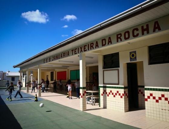 escola Januária Teixeira da Rocha, no Bairro Campeche-SC