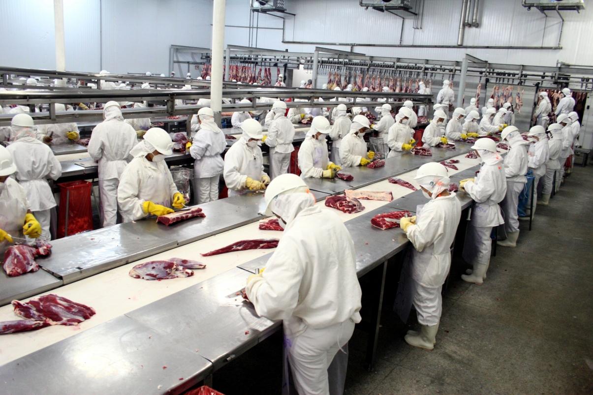 Resultado de imagem para CNTA cobra fiscalização das condições de trabalho nos frigoríficos  e garantia de emprego
